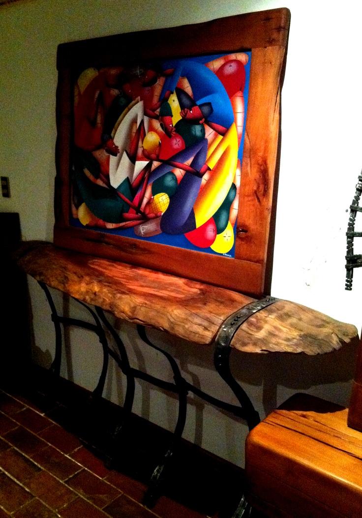 Arrimo de cubierta de roble con base de fierro forjado reciclado + Cuadro Haitiano con Marco de Roble Rústico. www.facebook.com/nativoredwood