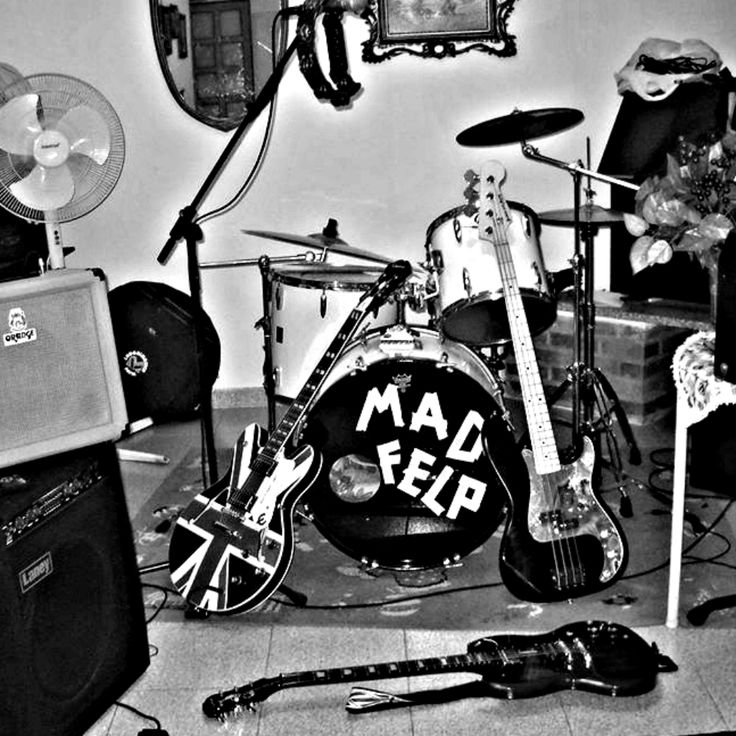 This is the first EP's cover by Mad Felp. It's a picture of the studio-kitchen wher this EP was born.