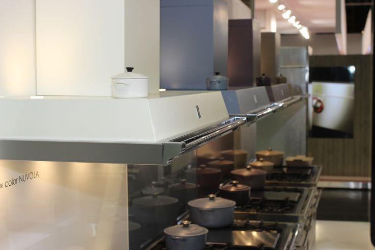 Nowe okapy Steel w kolorach opracowanych wspólnie z firmą Le Creuset