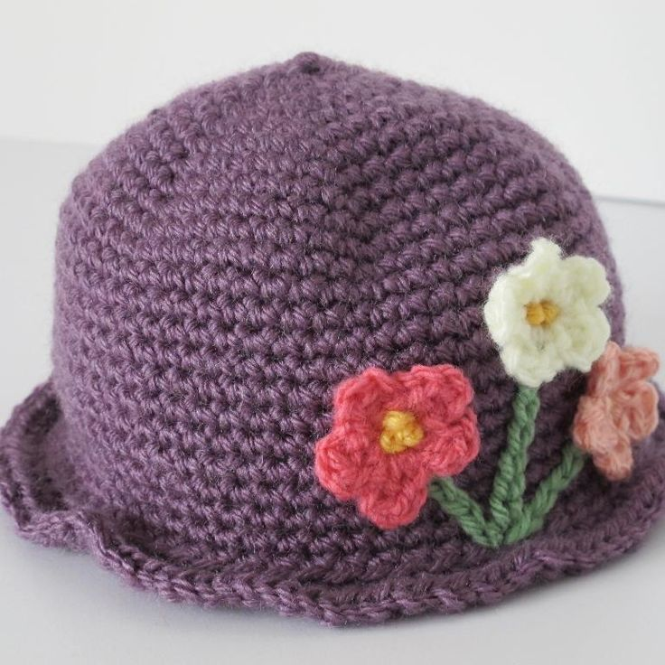 crochet girls hat patterns free little girls crocheted hat with flowers b crocheting. Black Bedroom Furniture Sets. Home Design Ideas