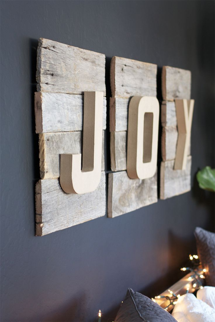 DIY Reclaimed Wood Christmas Sign not