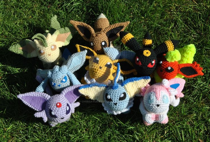 Handmade and designed by me, free for inspiration but don't steal the design, that's super rude!  Pattern not for distribution, strictly fanart.  My art dolls have no affiliation with Nintendo, the Pokemon Company, or any of their companies.  #pokemon #pokedoll #pokemonplush #crochet #handmade #amigurumi #art #doll #plush #eevee #eeveelutions #Sylveon #Umbreon #Espeon #Glaceon #Leafeon #Vaporeon #Flareon #Jolteon
