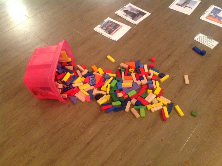 Invitation to build structures with wooden blocks using photos for inspiration