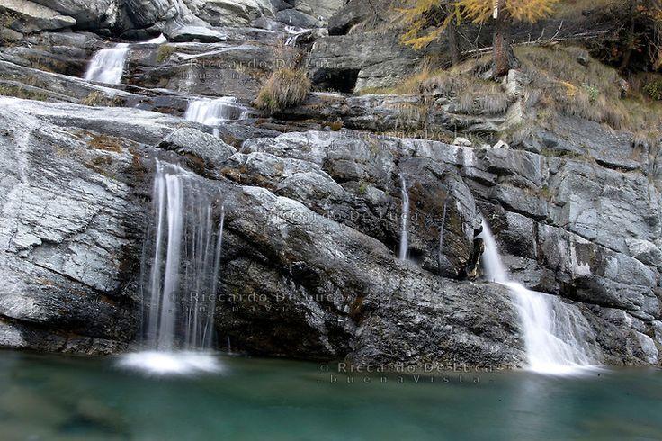 Le cascate di Lillaz, nel Parco Nazionale del Gran Paradiso in Val d'Aosta.<br /> Waterfall of Lillaz, in the Parco Nazionale del Gran Paradiso, Val d'Aosta, Northern Italy.<br /> © Riccardo De Luca