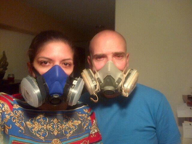 """NICOLAS MADURO ORDENA DISPARAR ARMAS Y GASES QUÍMICOS CONTRA RESIDENTES DE CARACAS. """"Así estamos a las 9.20 pm mientras GNB dispara lacrimogenas y otros gases q desconocemos"""""""