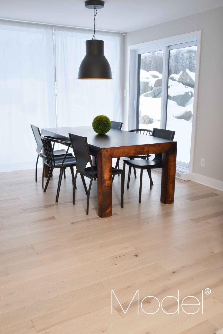 Magnifique cuisine avec plancher en bois franc. Plancher PERFECTION - Érable - Largeur : 5 1/4 po Magnificent kitchen with hardwood floor. PERFECTION flooring - maple - width : 5 1/4 in