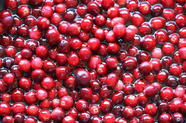 Fresh cranberries.  Forgedaboutit.   Arandanos rojo. OR ARANDANOS AGRIOS.  Good luck!!