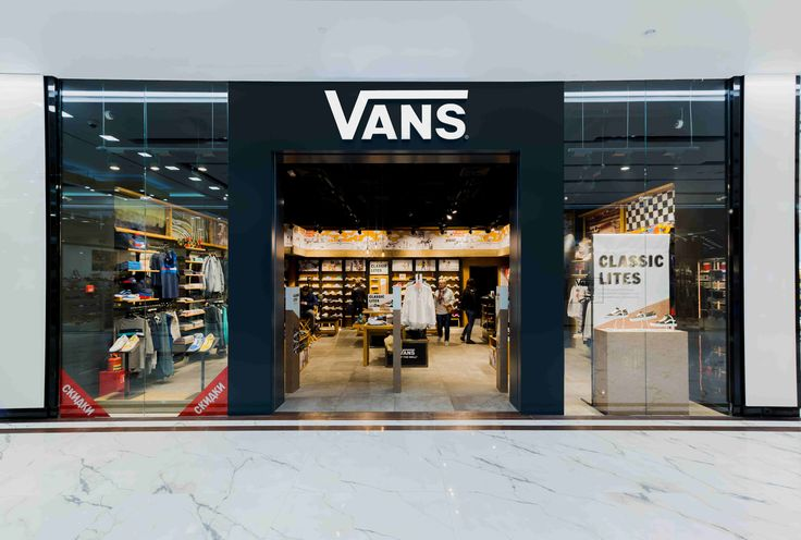 Vans shop located in Avenue South-West Shopping Center, featuring Action, Cardex C, Multidir Evo, Vol collection #decorative# retail #LedsC4 #lighting #technical
