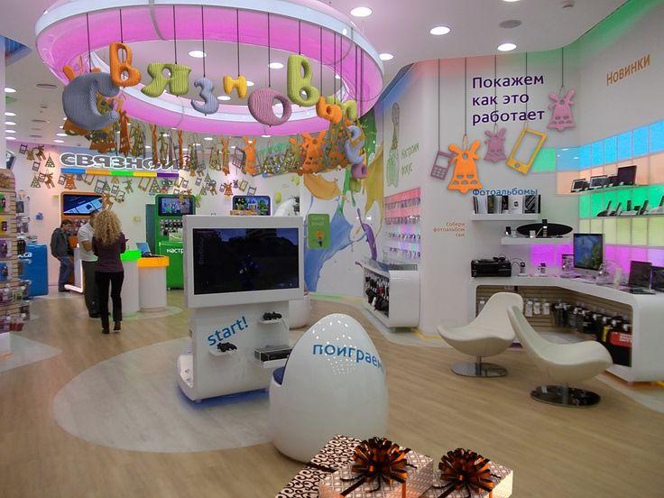 Новогоднее оформление магазина Связной interier, design, электроника, креатив, праздник, украшаем дом, рождество, интерьер, дизайн, новогоднее, оформление, магазин, витрина, экстерьер