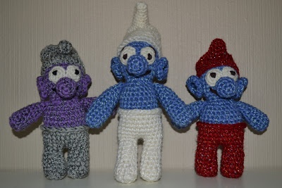 Crochet glittering smurfs - purple and grey, blue and white, blue and red / Heklet glittrende smurfer - lilla og grå, blå og hvit, blå og rød