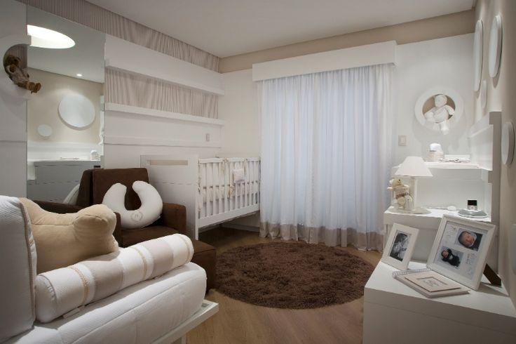 Ao dispor os mveis prximos s paredes, a arquiteta Teresa Simes liberou o espao central para a circulao no quarto de beb de 14 m