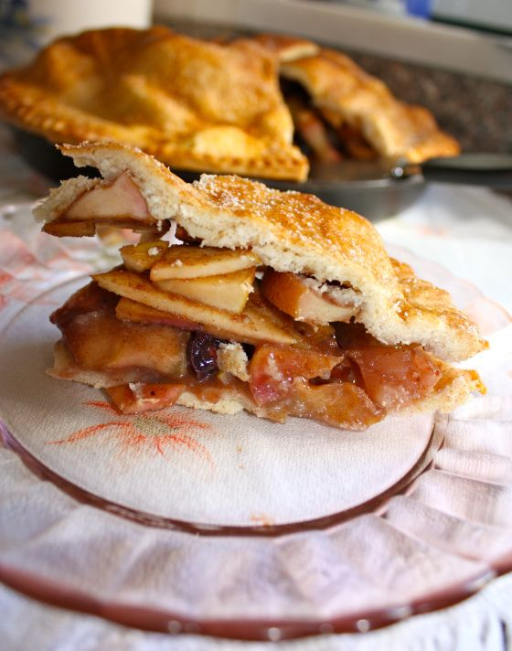 Apple Grape Pie || The Dreamery | Sweets || Pies & Tarts | Pinterest