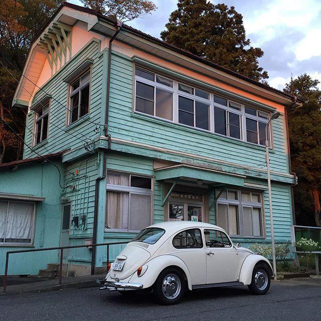 古い建物めぐり その2。椎名連絡所(旧椎名市民センター) #洋館 #近代建築 #こちらも昭和7年竣工 #旧生浜町役場と同い年 #レトロな雰囲気 #こちらは現役で活躍中 #旧椎名村役場 #空冷ビートル #ビートル #oldbeetle #beetle