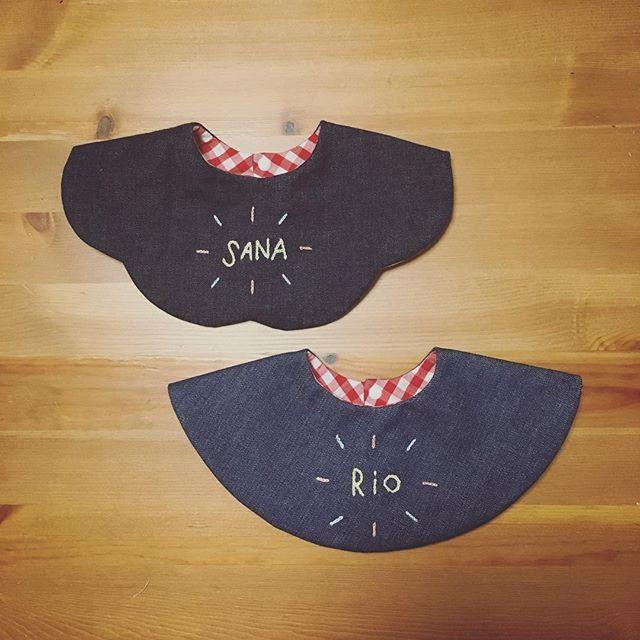 #お名前刺繍スタイ 再販開始しました✩‧˚॰ #まんまるスタイ と #ふんわりスタイ ひと針ずつ手刺繍だから時間はかかるけど、気に入ってもらえると良いな〜♡ #handmade #ハンドメイド #ハンドメイドスタイ #スタイ #手作りスタイ #babybibs #刺繍部 #手刺繍 #オーダー