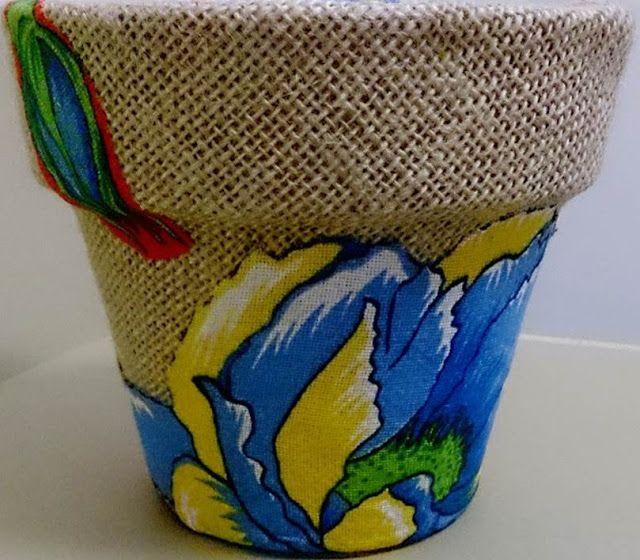 Vaso revestido com chita e juta. cor + artesanato