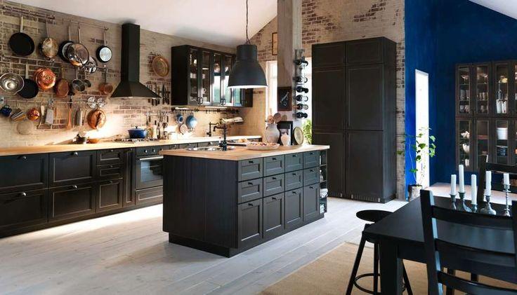 KJØKKENØY: Skaff deg god arbeidsplass med en kjøkkenøy. Her er kjøkkenet Metod fra Ikea.