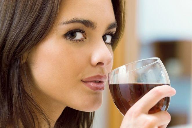 Napój z wina i czosnku hitem na odchudzanie!
