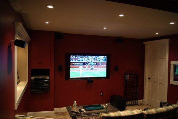 32 best images about basement rooms on pinterest theater for Small entertainment room decorating ideas