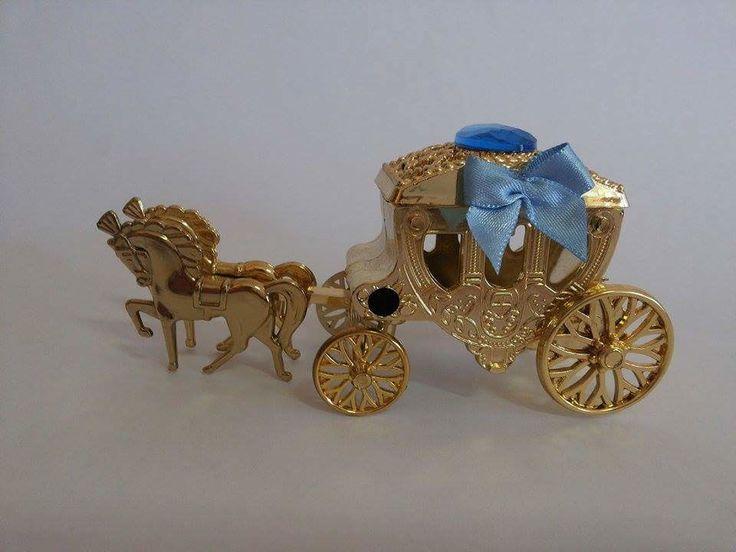 Carruagem com Cavalos dourada ou prateada, ideal para a festa com o tema cinderela, princesa ou debutante.
