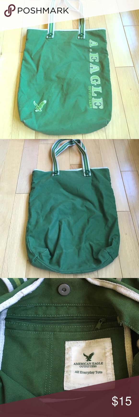American Eagle tote bag✨ two tone green✨ Cute American eagle tote bag✨ some pilling✨good condition American Eagle Outfitters Bags Totes