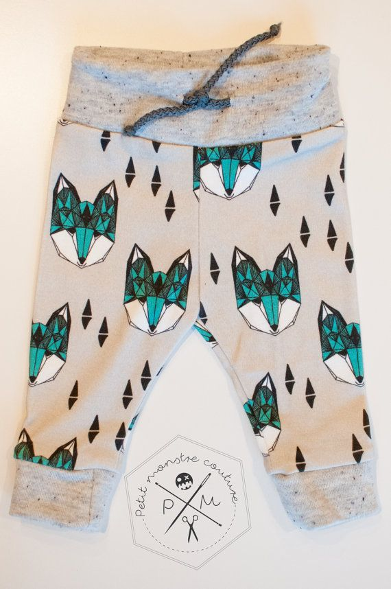 Handmade baby drawsting waist leggings, wolf pattern. Made with organic cotton jersey, stretch and really soft, perfect for your bouncy little monster. *** PLEASE ADVISE TO GUARANTEE A BETTER ADJUSTMENT WE MODIFIED OUR SIZE CHART. THE LEGGINGS WILL BE SLIGHTLY LARGER THAN BEFORE. SO IS IT POSSIBLE THAT YOU BUY 2 LEGGINGS OF THE SAME SIZE BUT WHICH THEY ARE DIFFERENT. SO PLEASE TAKE A LOOK AT SIZE CHART BEFORE PURCHASING A PAIR OF LEGGINGS. ***  When all the leggings from the former size…