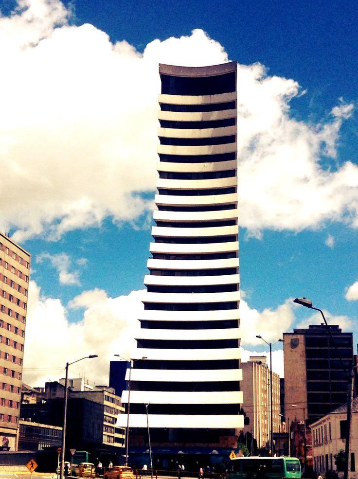 edificio aseguradora del valle :)  una joya de Bogotá