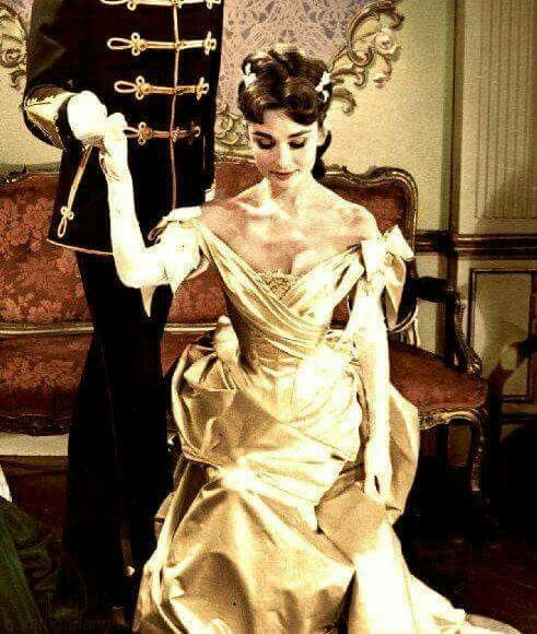 This dress remind me Belle's ball dress