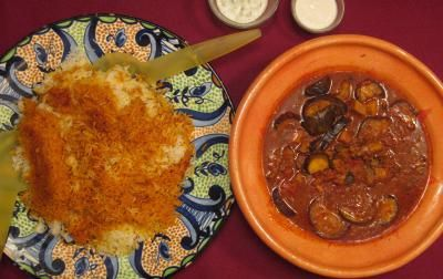 Das perfekte Persisches Reisgericht mit Auberginen-Lamm-Soße-Rezept mit einfacher Schritt-für-Schritt-Anleitung: Das Lammfleisch in Würfel schneiden…