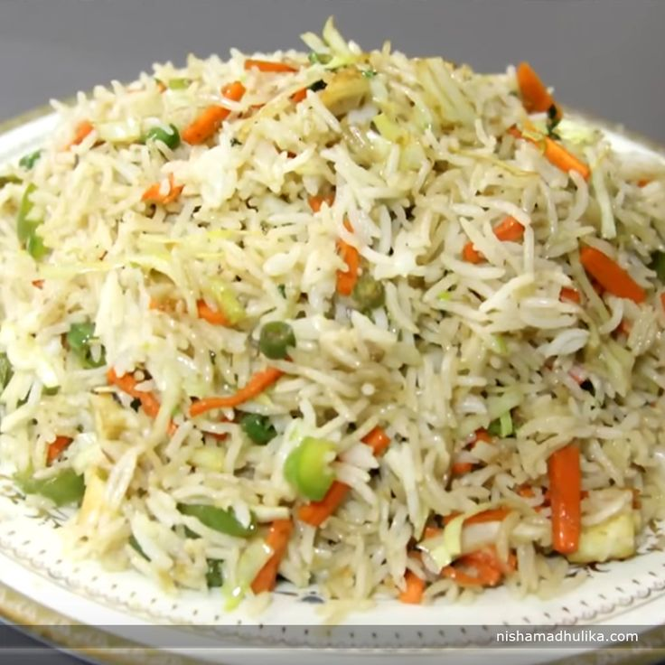 Chinese fried rice is one of the most popular and yummy fried rice recipes.  Recipe in English - http://indiangoodfood.com/1339-chinese-fried-rice-recipe.html (copy and paste link into browser)  Recipe in Hindi- http://nishamadhulika.com/1424-fried-rice-restaurant-style-recipe.html (copy and paste link into browser)