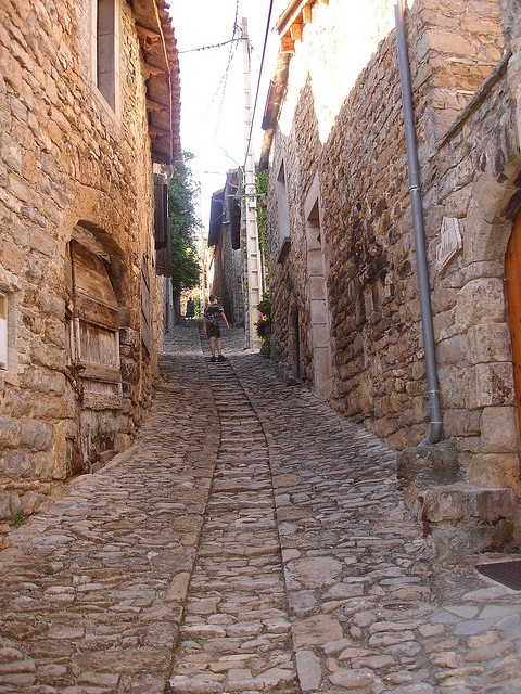 Mostuejouls, Midi-Pyrénées, by christophe59france