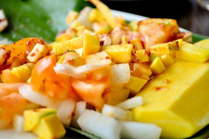 mango with tomato and shrimp paste