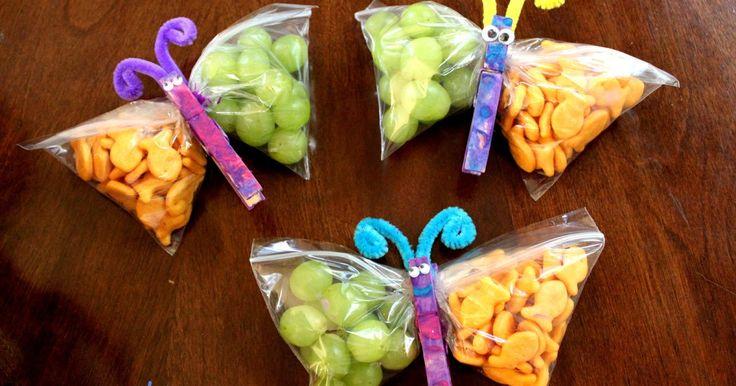 Een traktatie in de vorm van een vlinder die je met GEZONDE lekkerijen als popcorn, druiven, rozijnen, gedroogde appeltjes etc. kan vullen....