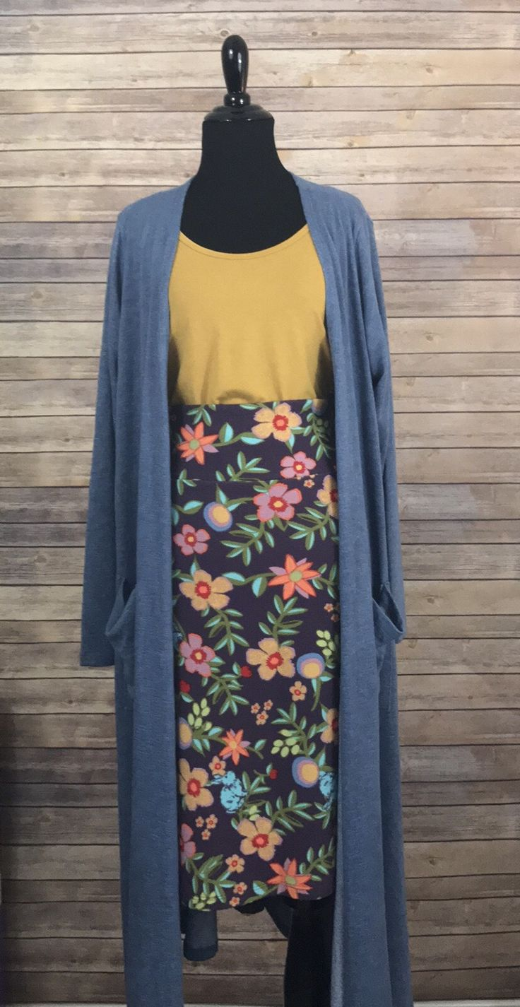 Lularoe Sarah Outfit. Go effortlessly from Summer to Fall in an outfit for all seasons! www.facebook.com/groups/lularoeJamieMayeux