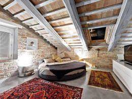 Dormitorios de estilo rural de Opera s.r.l.