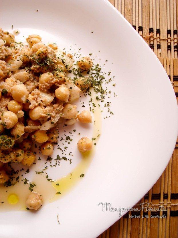 Salada de Grão de Bico com Atum, para ver a receita, clique na imagem para ir ao Manga com Pimenta.