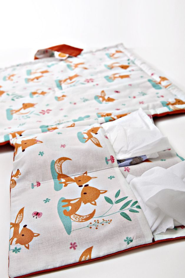 "Süße Wickelunterlage für Unterwegs mit Füchsen // baby changing mat ""to go"", foxes, cute, white by millemarille via de.dawanda.com/?utm_content=buffer400b3&utm_medium=social&utm_source=pinterest.com&utm_campaign=buffer"