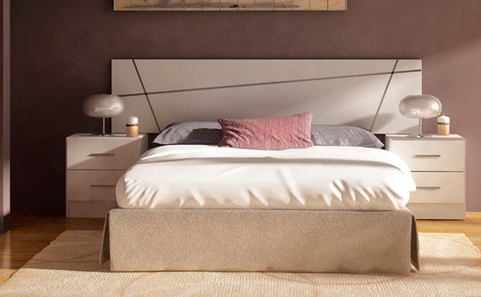 Habitación muebles de cama de madera, muebles dormitorio en blanco.