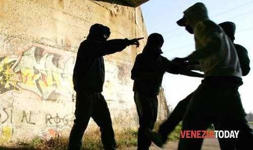 Veneto: #Campagna #anti-bullismo nelle #scuole di Martellago: cassettine per denunce anonime (link: http://ift.tt/2nhrmVA )