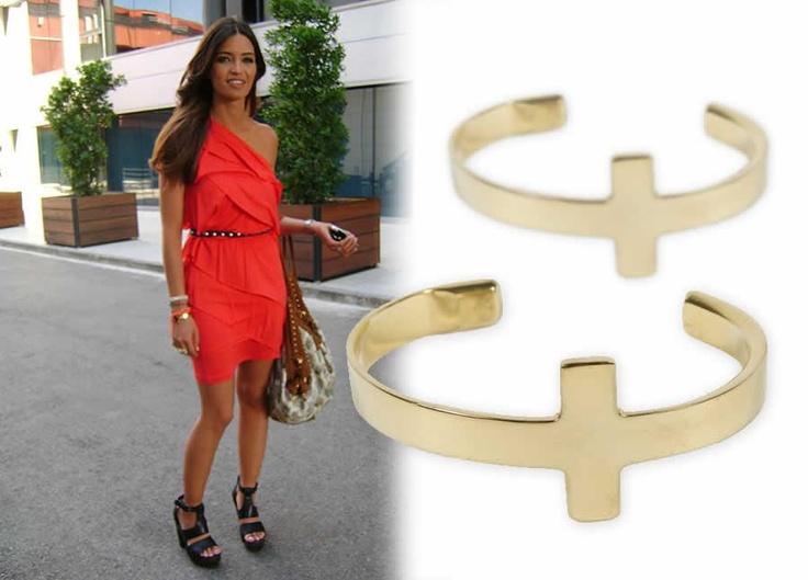 Pulsera cruz dorada de Folli Follie | Moda, Relojes, joyas ...