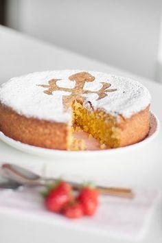 Ya era hora de publicar la receta de la tarta de Santiago, más de 8 años con el blog y aún no tenía publicada, ¡ No tengo remedio !. No h...
