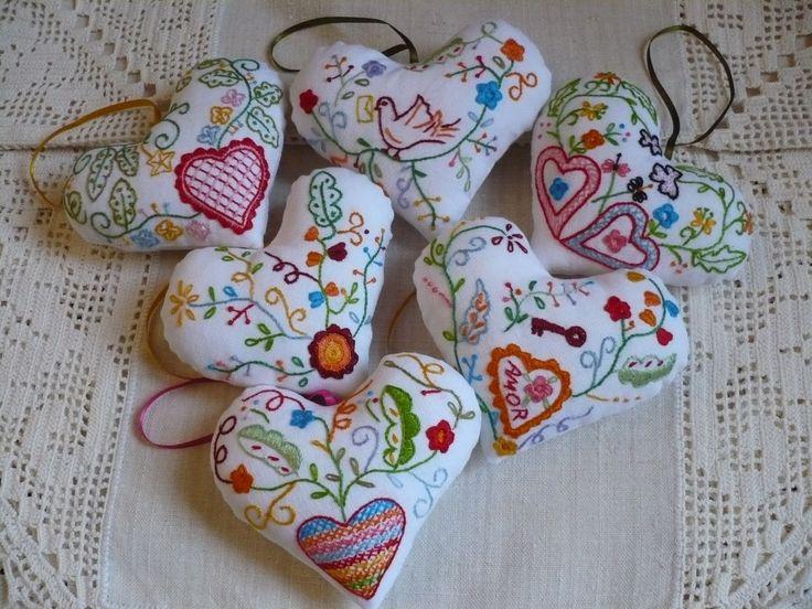Corações inspirados no lenço dos namorados