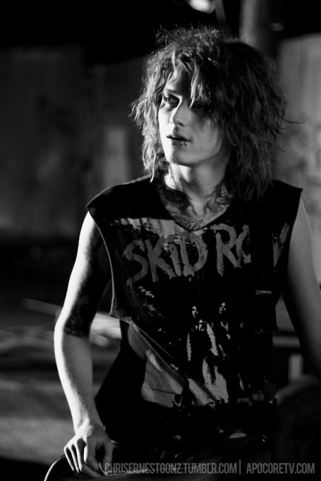 Ben Bruce. - guitarist for Asking Alexandria. i seriously wasn't sure weather or not to pin this to hotties or music taste, he is to adorable.