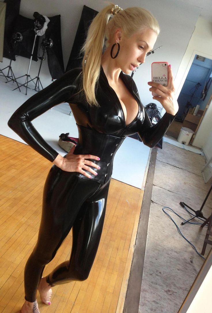 Sexy girl selfie pic-9799