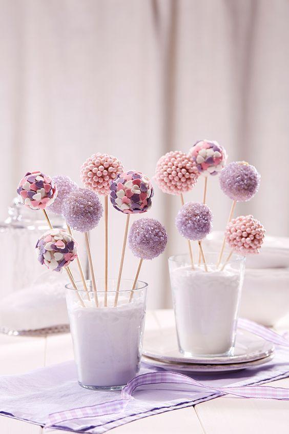 Colorful cake lollipops – A wonderful gift not only for princesses   – Brot, Gebäck und Süsskram