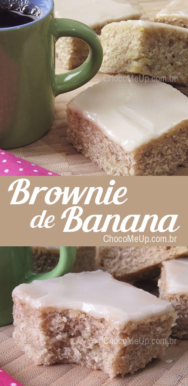 Receita de brownie de banana. Um bolo denso e úmido com cobertura de açúcar de confeiteiro, muito fácil de fazer e bem saboroso. #receita #bolo #brownie #receitadebolo #banana #sobremesa #doce #receitafácil #receitarápida