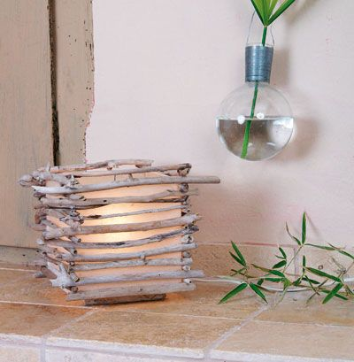 Lampe bois flotté. Idea for driftwood lamp. Browse driftwood crafts on Completely Coastal: http://www.completely-coastal.com/search/label/Driftwood%20Crafts