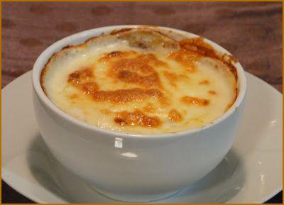 Ingredientes:   Carne moída (já pronta, a seu gosto)  Requeijão light ou cream cheese  Muçarela light   Preparo:  Num refratário ...