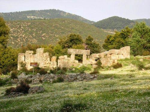 Η βυζαντινή εκκλησία της Παναγίας Μαυρομαντήλας ή Αγίας Ελεούσας