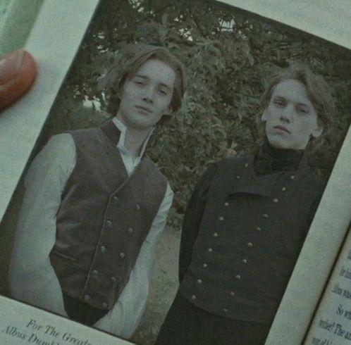 Gellert Grindelwald -r (right)                                                                                                                                                                                 Mehr