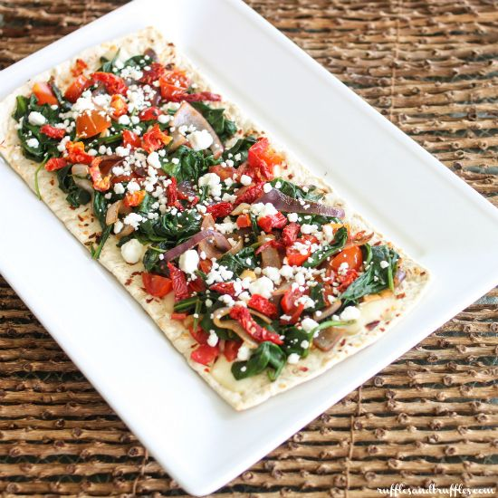 Spinach and goat cheese flatbread pizza #recipe with Flatout Thin Crust Flatbreads